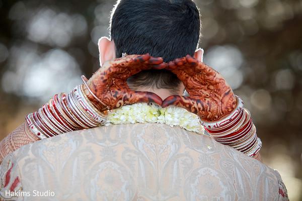 indian wedding bangles,indian bride and groom,indian wedding mehndi art