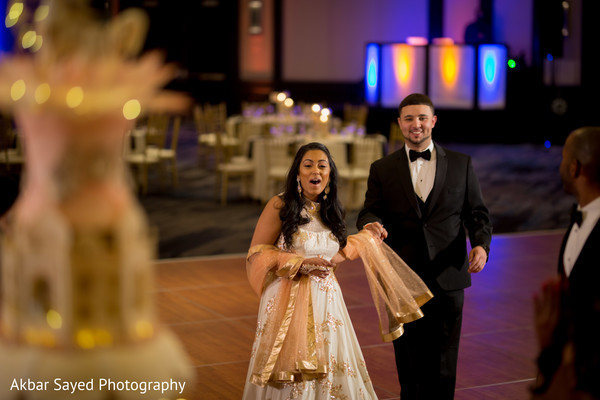 indian bride and groom,indian wedding fashion,indian wedding reception