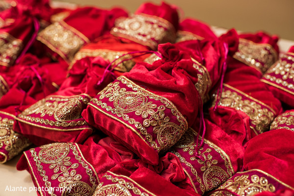 indian wedding reception,indian wedding reception photography,favors