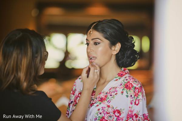 Flawless Indian bride makeup.