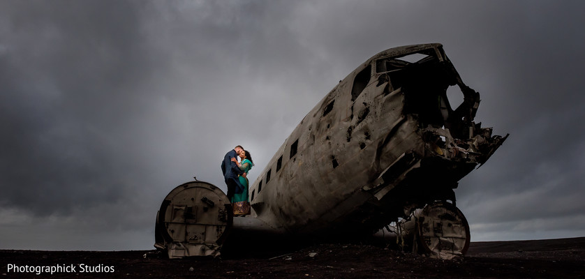 Incredible capture of Indian husband and wife on a crashed airplane in Iceland.