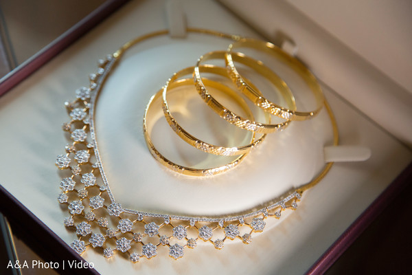 Awesome indian bride's jewelry