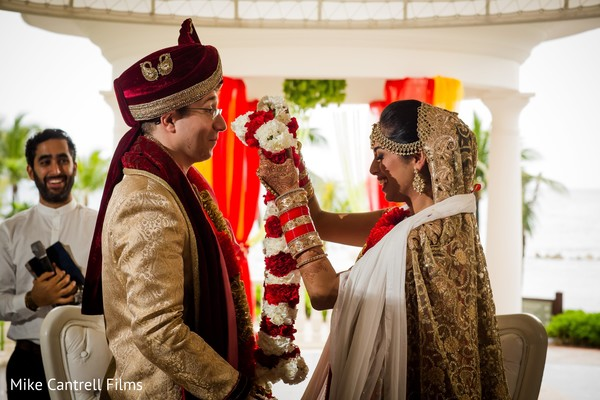indian bride and groom,indian wedding fashion,indian wedding rituals