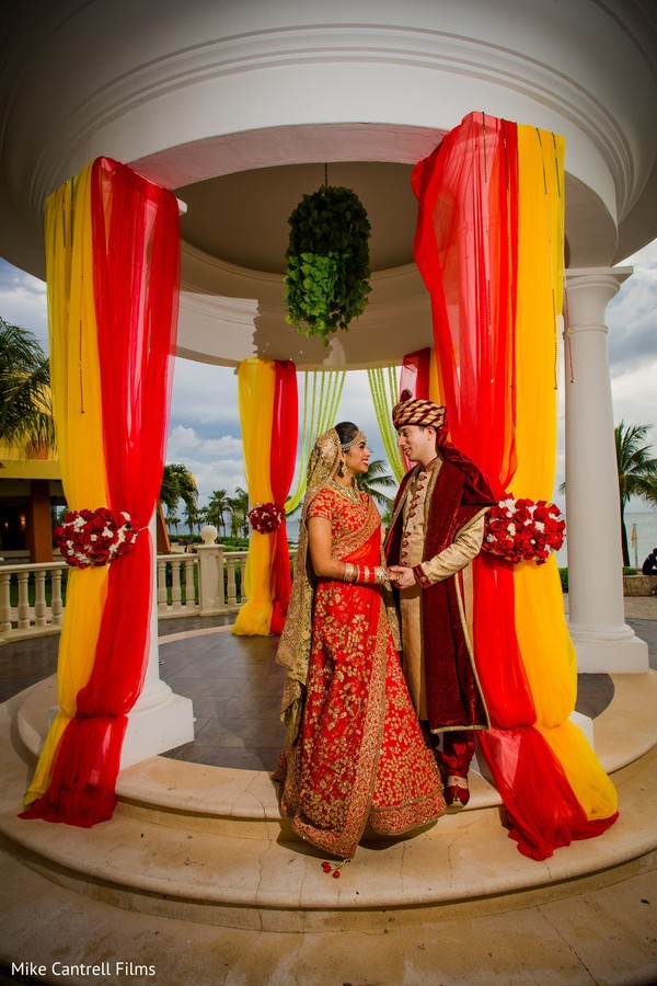 indian bride and groom,indian wedding ceremony fashion,indian bride jewelry