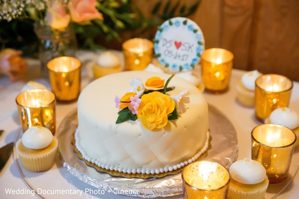 Marvelous Indian wedding cake table setup.