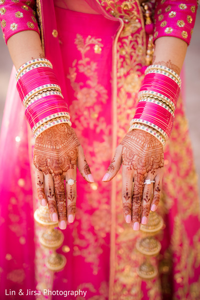 Magnificent Indian bridal henna art and jewelry capture.