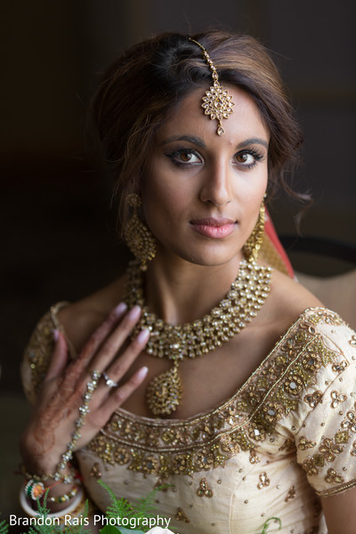 Stunning Indian bride's jewelry capture.
