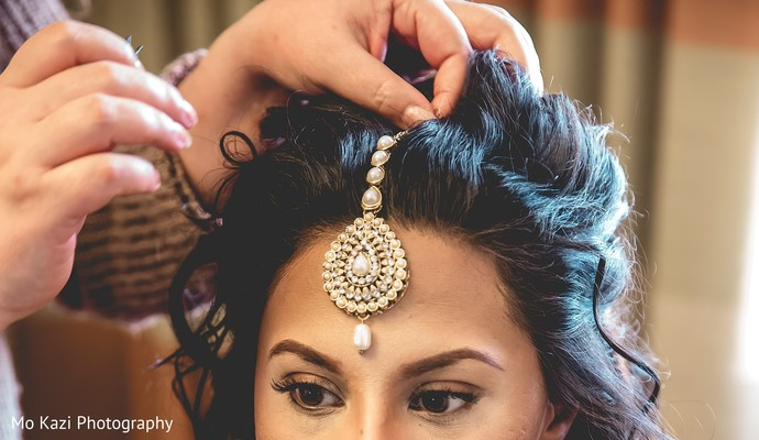 indian bride,indian bride's hair and makeup,indian wedding tikka,indian bridal jewelry