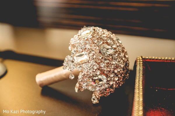 indian wedding jewelry,indian bride's bouquet