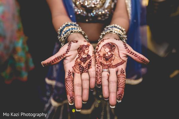 indian bride,indian bride's bangles,indian wedding fashion,mehndi art