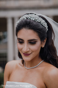 indian wedding gallery,outdoor photography,indian bride,bridal jewelry