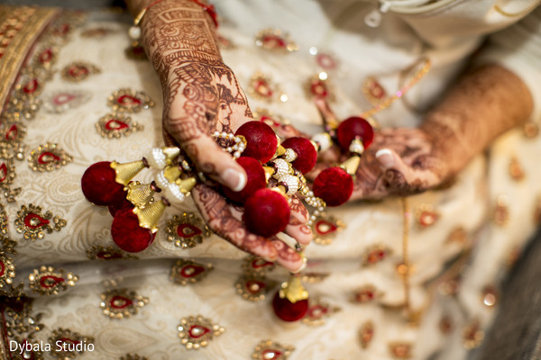indian wedding gallery,indian bride,indian bride getting ready,indian bride mehndi