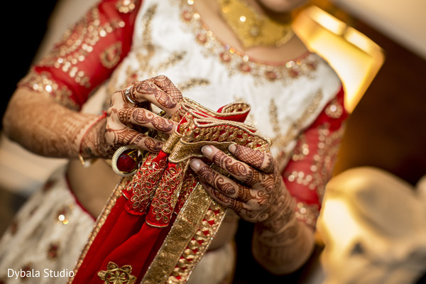 Fabulous indian bride getting ready capture