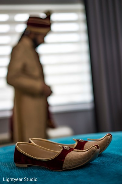 Marvelous Indian groom's wedding shoes.