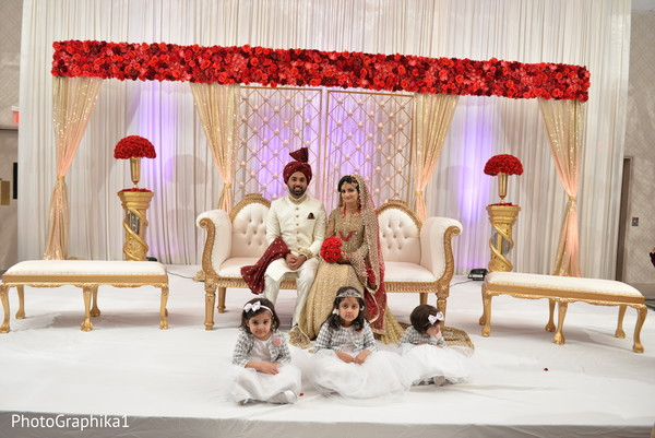 Charming Indian couple's wedding reception capture.