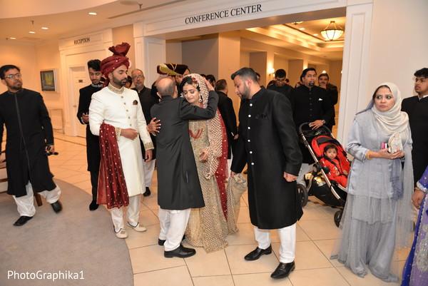 indian wedding ritual,indian bride and groom,indian wedding fashion,vidaai