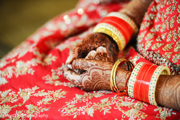 indian bride,indian bridal jewelry,indian wedding fashion,mehndi