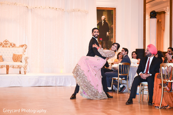 indian bride and groom,indian wedding fashion,indian wedding dance