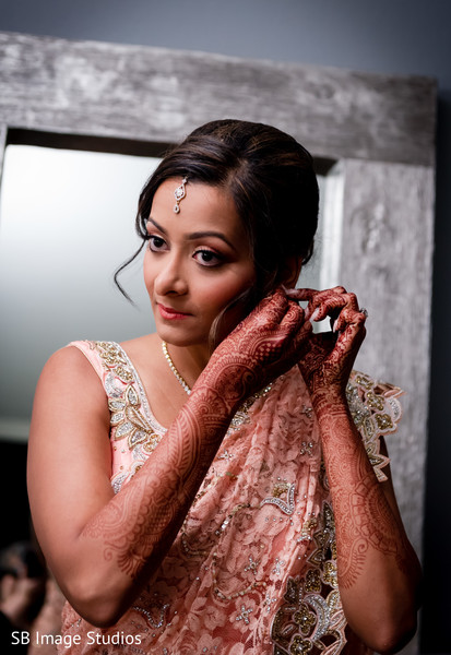 indian wedding gallery,indian bride getting ready,indian bride,mehndi art