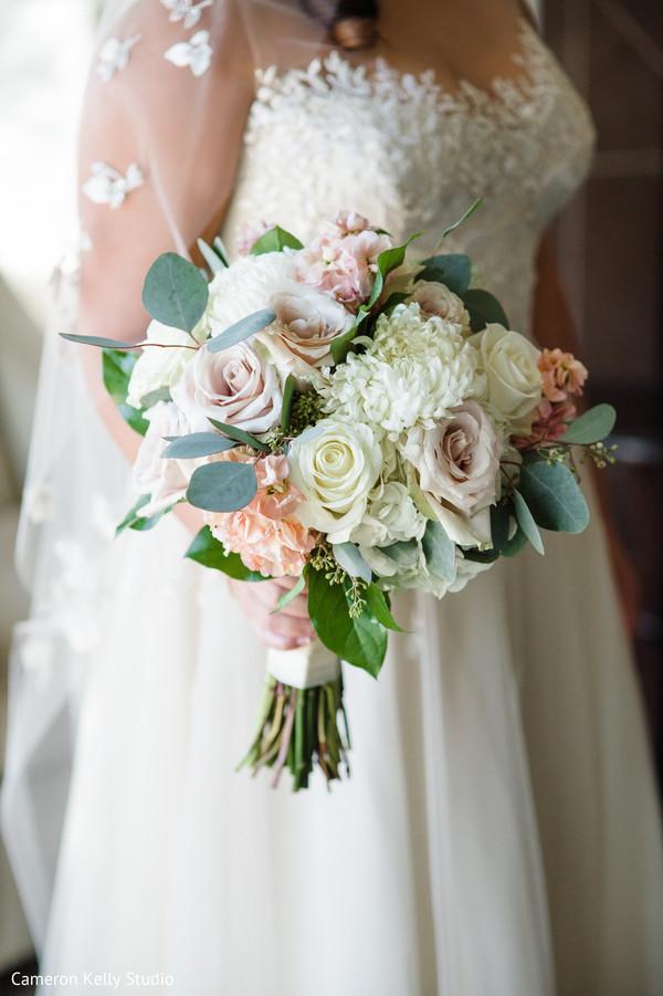 Marvelous Indian bride's bouquet.