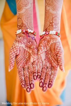 Marvelous Indian bride's mendi art.