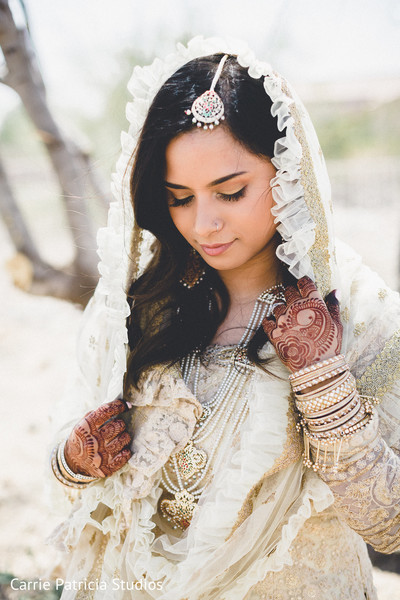 indian bride,indian wedding fashion,indian bride's hair and makeup,indian bride's jewelry