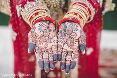 Astonishing Indian bride's mehndi art.