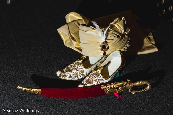 indian groom fashion,indian groom turban,indian groom shoes,indian wedding sword