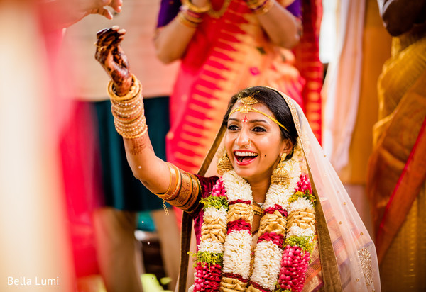 Astonishing Indian bride's wedding ceremony capture.