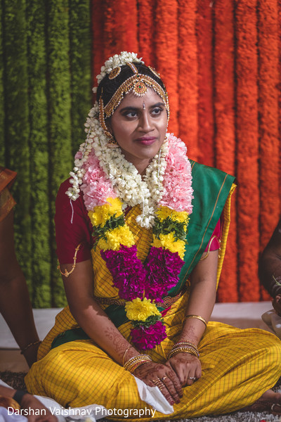 Impresive Indian bride with her ceremony outfit.