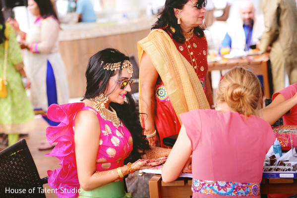 indian wedding gallery,pre-wedding ceremony celebrations,mehndi party,indian bride