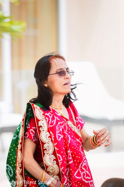 Mehndi party guest photography