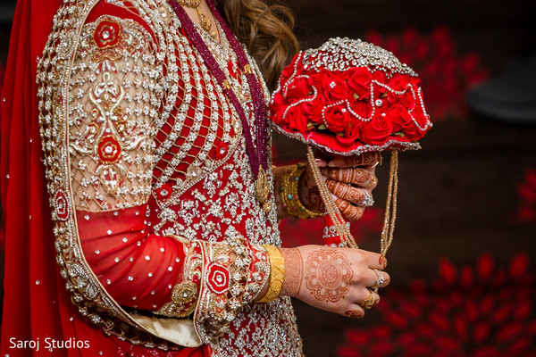 indian wedding gallery,indian bride getting ready,indian bride fashion,bridal bouquet