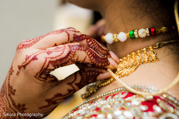 Indian bridal necklace capture.