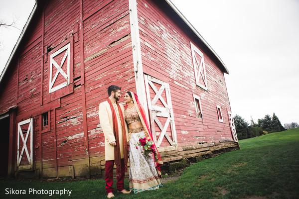 indian bride and groom,indian wedding ceremony fashion,indian bride's ceremony fashion
