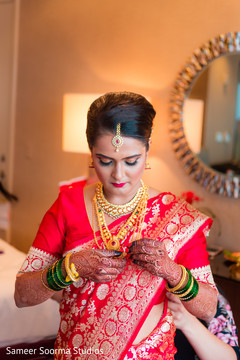 indian wedding gallery,indian bride getting ready,bridal tikka,bridal jewelry