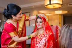 indian wedding gallery,indian bride getting ready,bridal jewelry,indian bride fashion