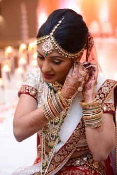 bridal jewelry,indian bride fashion,mehndi