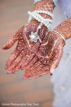 indian wedding gallery,outdoor photography,indian bride mehndi