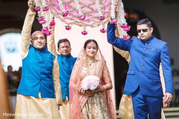indian wedding,indian bride fashion,bridal bouquet