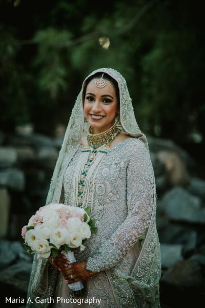 d170111a3b6 Cute indian bride photography