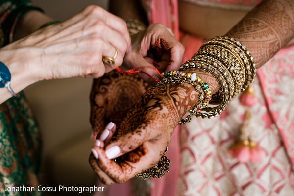 indian wedding gallery,indian bride,indian bride getting ready,bridal jewelry