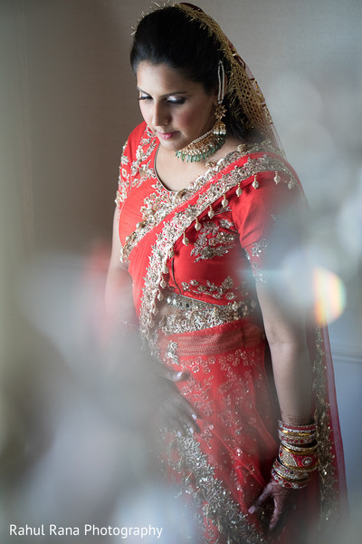 indian wedding gallery,indian bride getting ready,indian bride fashion,bridal jewelry