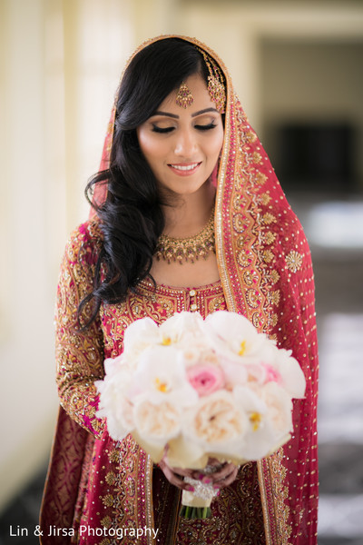 indian wedding gallery,indian bride fashion,bridal jewelry,bridal bouquet