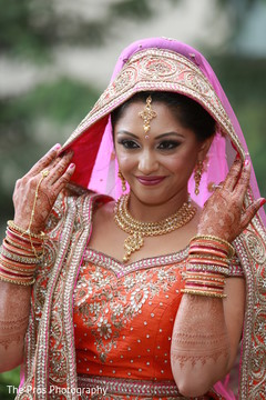 Dazzling indian bride's wedding fashion