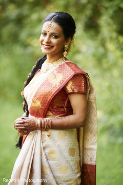 Stunning indian bride in silk sari