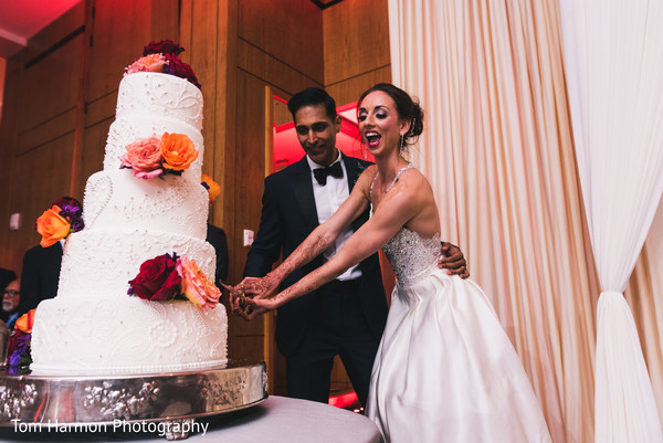 indian wedding cake,cutting the cake,cake cutting