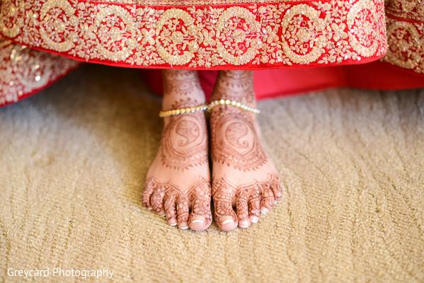 indian wedding gallery,indian bride getting ready,indian bride mehndi,bridal jewelry