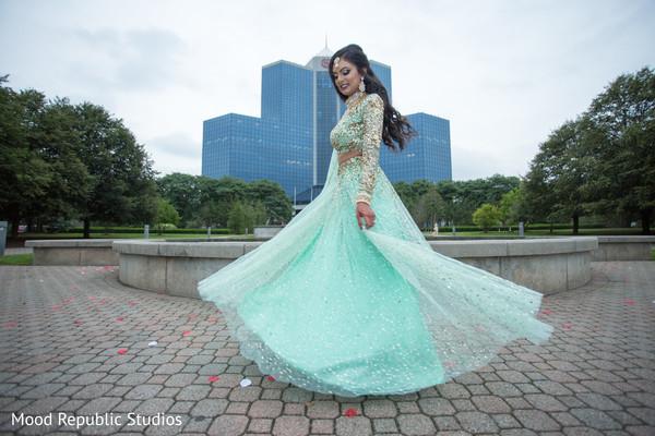 Glamorous indian bride's reception fashion