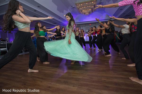 Amazing indian bride's dance performance